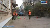 Во дворах Севастополя демонтировали половину аварийных конструкций