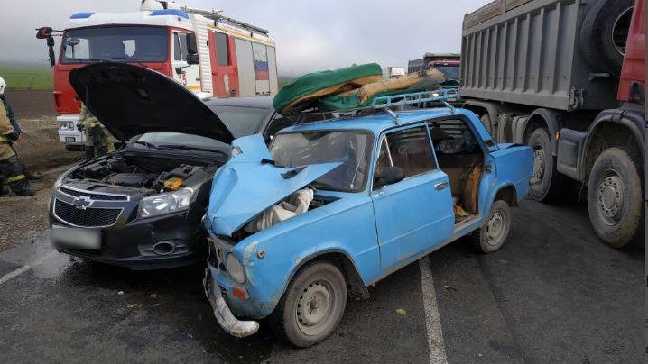На трассе «Таврида» после ДТП из «копейки» деблокировали женщину-пассажира