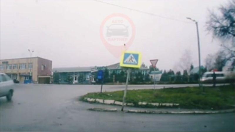 Дорожный знак упал в обморок в Джанкое