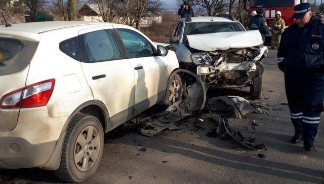 #Народнаясводка: В Крыму лоб в лоб столкнулись две иномарки