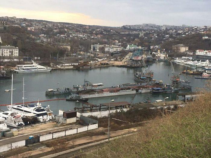 Затонувшие в Южной бухте док и подлодка будут утилизированы