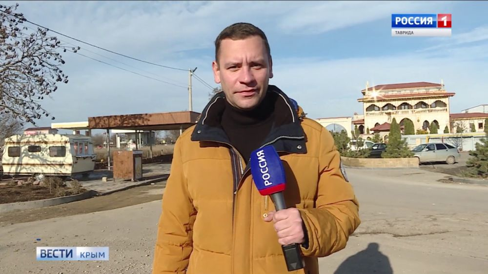 Разбитые дороги и трещины в домах. Как улица в крымском селе превратилась в оживленную автотрассу