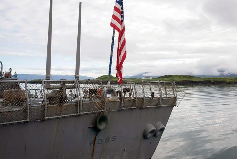 «Вышний Волочек» взял на сопровождение зашедший в Черное море американский эсминец Ross