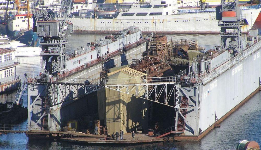 Подлодка и плавдок в Севастополе затонули из-за технического состояния дока