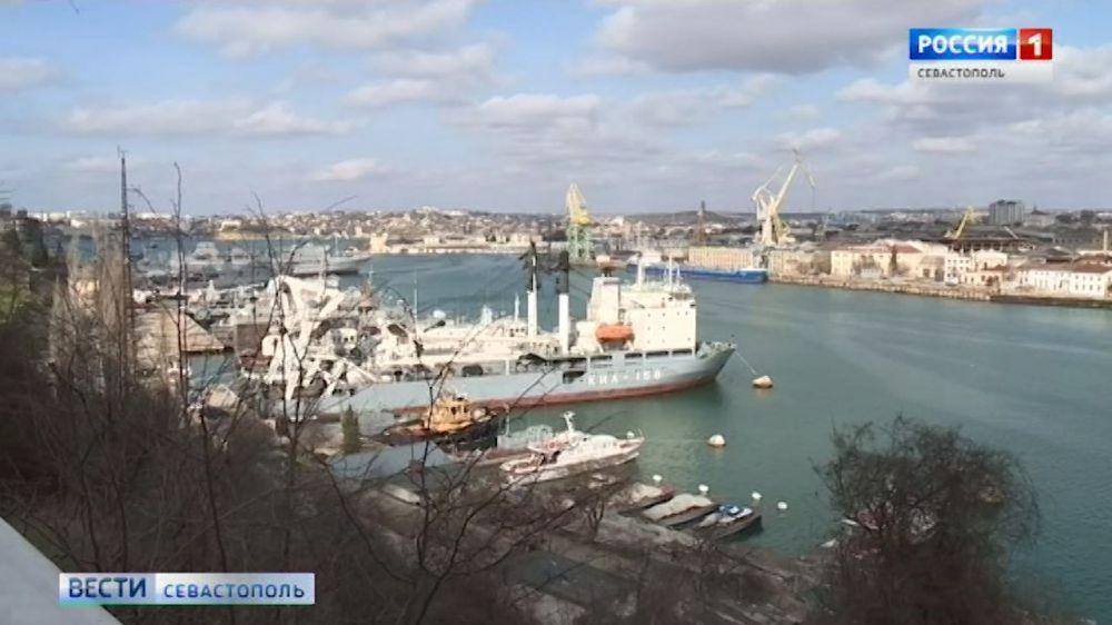 ЧП в Севастополе: в Южной бухте затонул плавдок с подводной лодкой