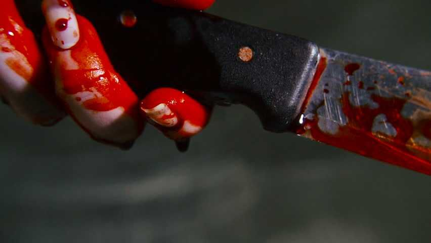 В Севастополе уголовник пырнул ножом коммунальщика