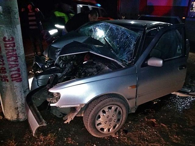 На трассе «Симферополь — Ялта» иномарка с уснувшим водителем врезалась в электроопору