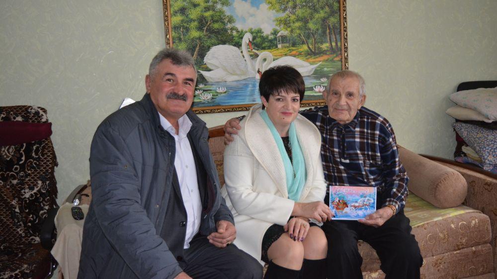 Елена Янчукова поздравила ветеранов ВОВ Кировского района с наступающим Новым годом