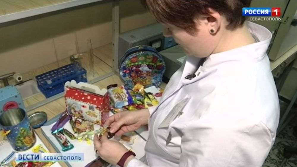 Как выбрать безопасный и вкусный новогодний подарок