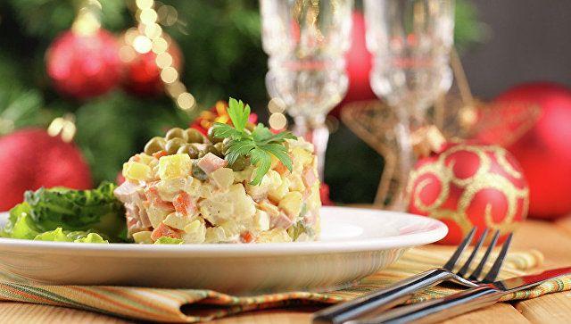 Роспотребнадзор рассказал, чем опасны новогодние салаты
