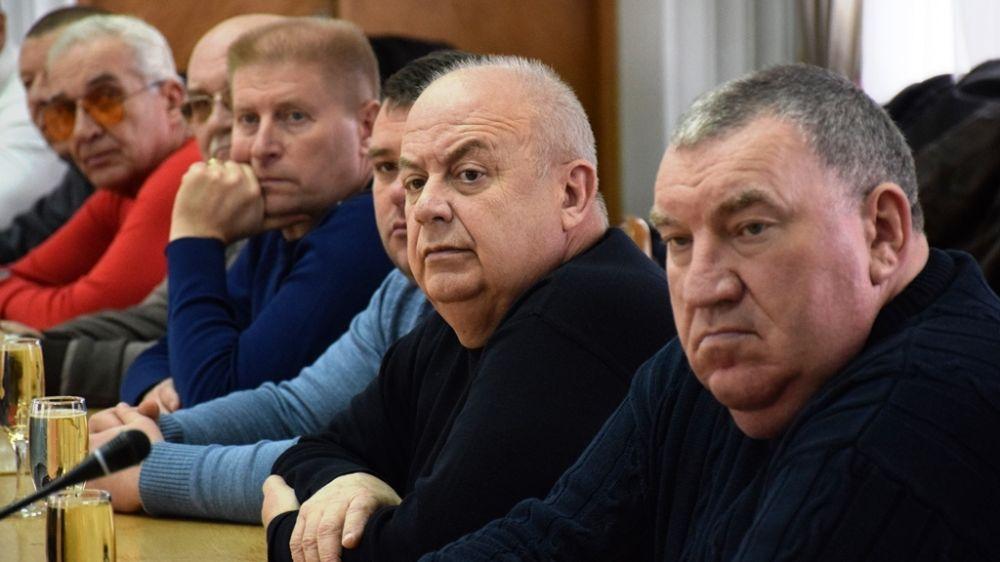 Иван Имгрунт поздравил с наступающими праздниками технических работников и водителей