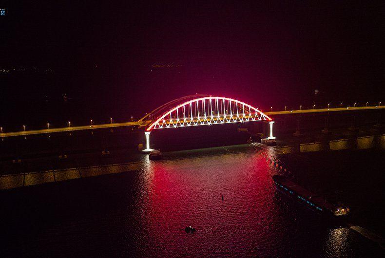 Британский журнал позвал проехаться по Крымскому мосту, в Киеве не оценили