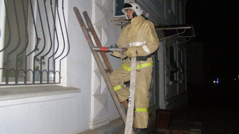 Огнеборцы ГКУ РК «Пожарная охрана Республики Крым» провели ночное пожарно-тактическое занятие на социально-значимом объекте