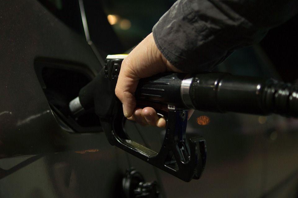 Росстандарт опубликовал список заправок с низкокачественным топливом