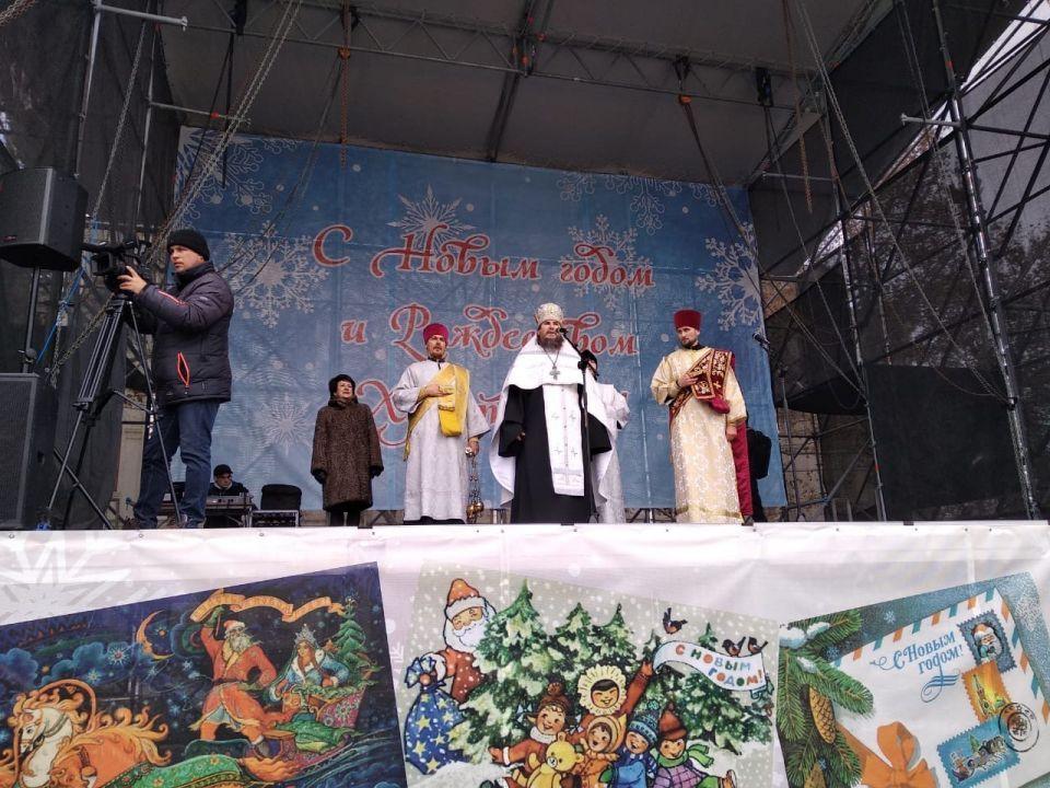 Севастополь отметил Рождество Крестными ходами и богослужениями