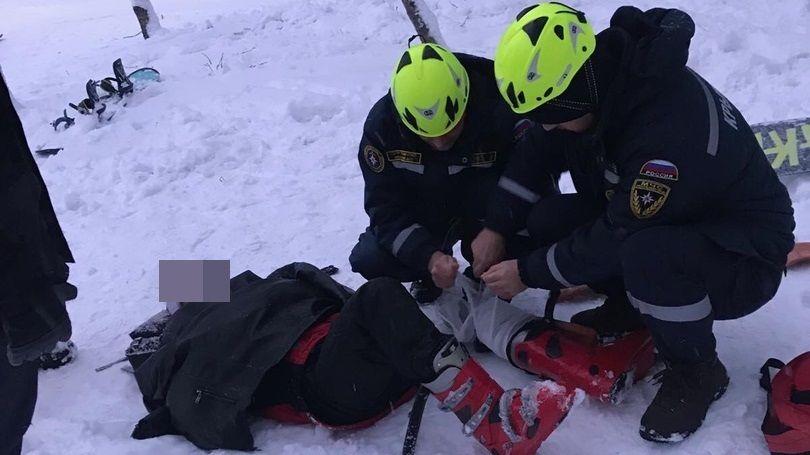 Спасатели оказали помощь мужчине, травмировавшемуся во время катания на лыжах