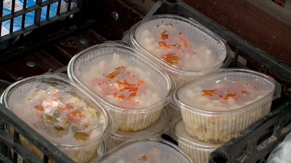 Севастопольские волонтёры раздают нуждающимся 8 тысяч бесплатных обедов