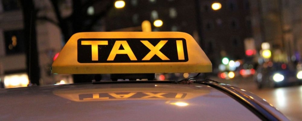 За поездку в такси жительница Севастополя расплатилась телевизором