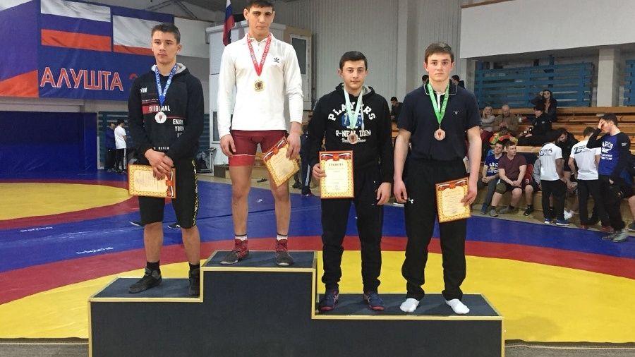Все победители и призеры первенства Крыма по греко-римской борьбе среди юношей до 18 лет