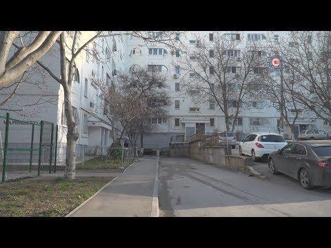 Кому убирать нечистоты в подвалах улицы Маринеско?