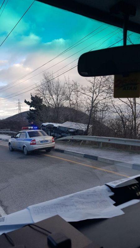 В Алуште водитель «ГАЗели» не справился с управлением и перевернулся