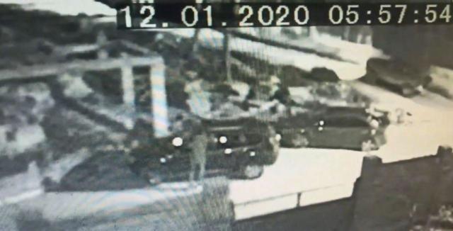 В Севастополе три парня повредили дорогие автомобили и попались на камеры