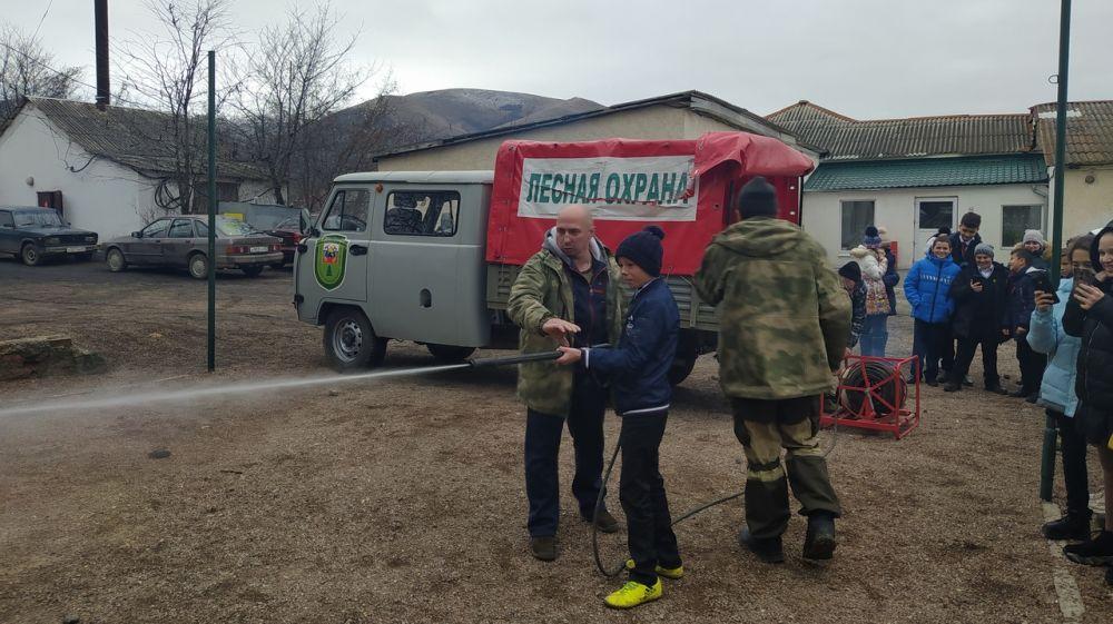 Сотрудники Симферопольского лесоохотничьего хозяйства провели урок экологических знаний на тему «Берегите лес от пожара»