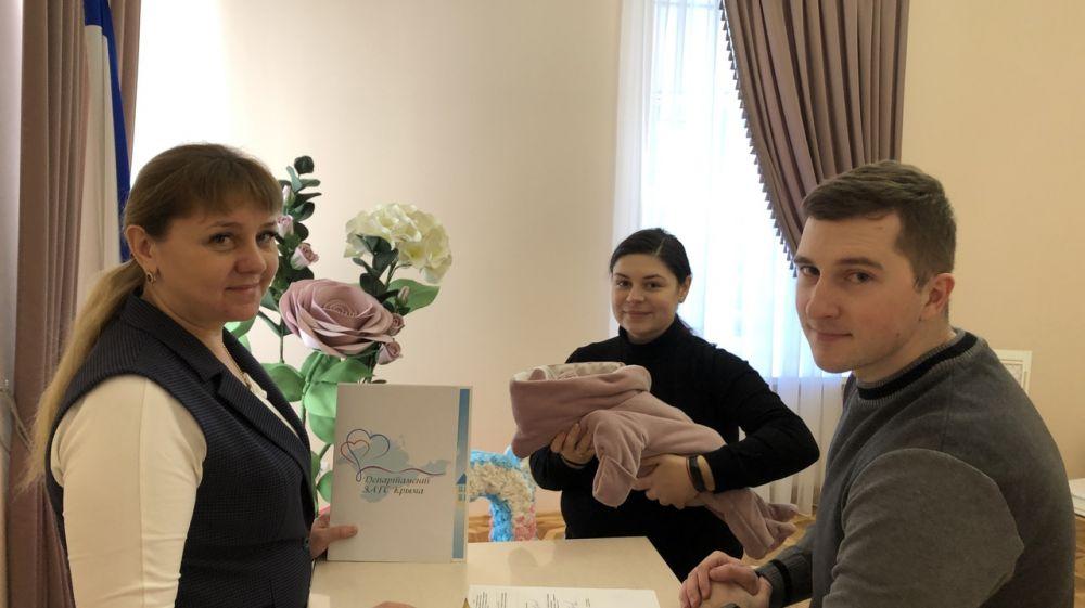 В столице Крыма зарегистрировали сотого ребенка с начала нового года