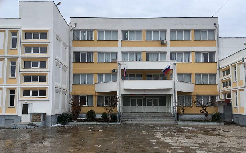 Крымские спасатели ликвидировали последствия возгорания в Черноморской школе