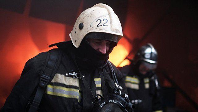 В поселке Черноморское эвакуировали детей из горящей школы