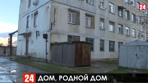 """""""Жили как крысы"""": в Феодосии начали переселять людей из аварийного жилья"""