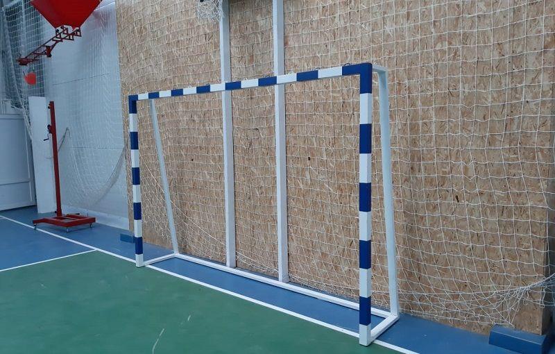 В крымской школе во время урока физкультуры на 10-летнего мальчика упали футбольные ворота