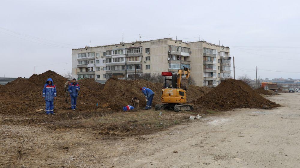 На улице Просвещения в Приморском продолжаются ремонтные работы