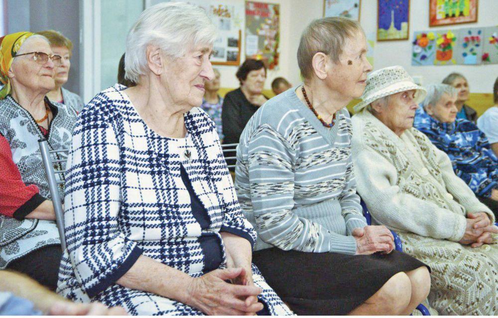 Где могут нормально доживать пожилые люди и как попасть в такое учреждение в Крыму