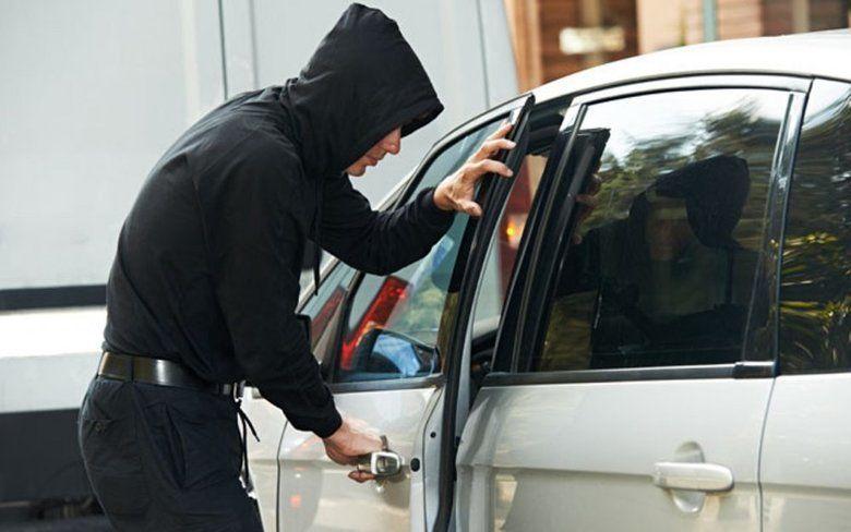 Пьяный симферополец угнал автомобиль знакомого и попал в ДТП