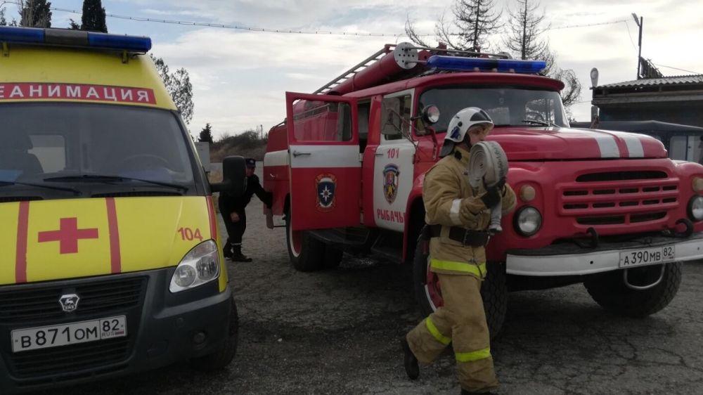 Сотрудники ПЧ 101 ГКУ РК «Пожарная охрана Республики Крым» провели пожарно-тактическое занятие совместно с работниками скорой медицинской помощи