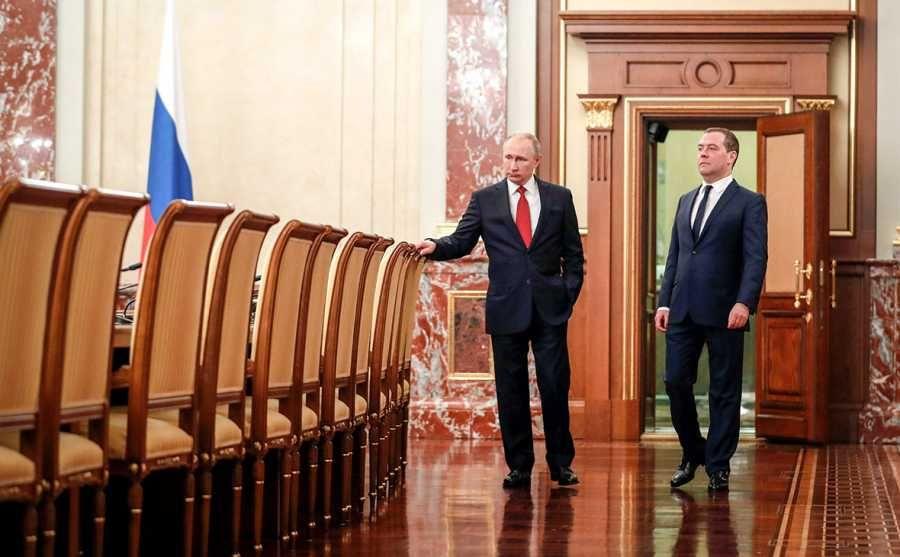 Уход нелюбимого народом Медведева: экс-премьер заслуживает достойного места в истории России