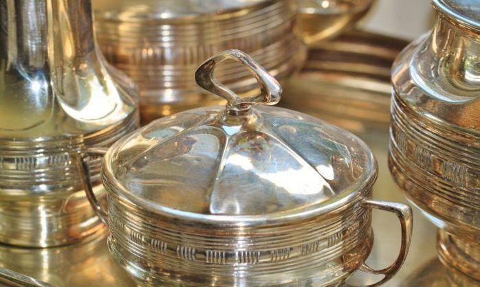 Думал, что хозяйка не заметит? В Севастополе мужчина украл серебряную посуду