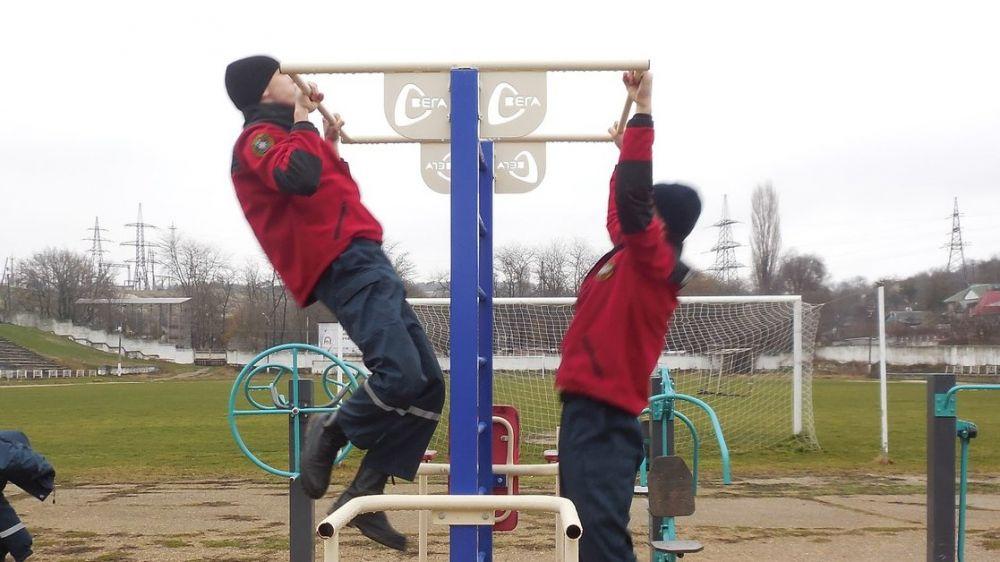 Сотрудники «КРЫМ-СПАС» провели тренировочное занятия по физической подготовке