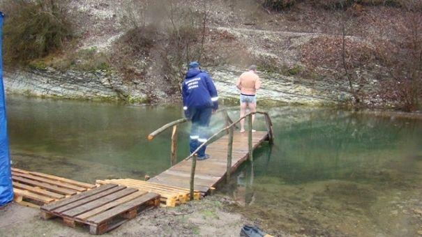 Более 150 спасателей дежурят у крещенских купелей в Крыму
