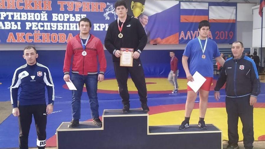 В Алуште определили сильнейших крымских борцов-вольников среди юношей до 18 лет