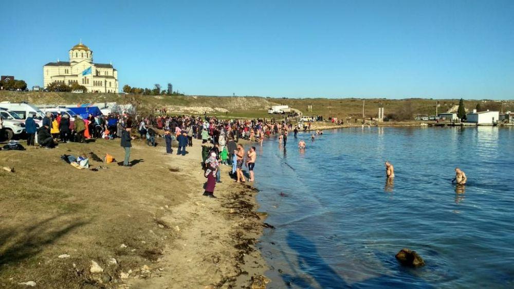 Севастопольцы отмечают Крещение