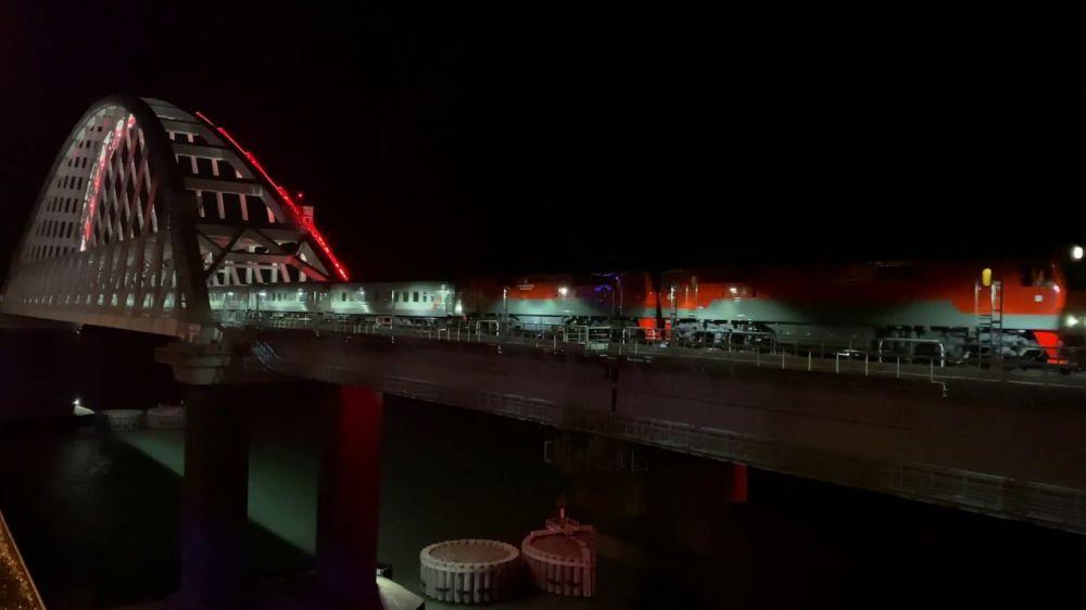 По Крымскому мосту прошёл юбилейный сотый поезд