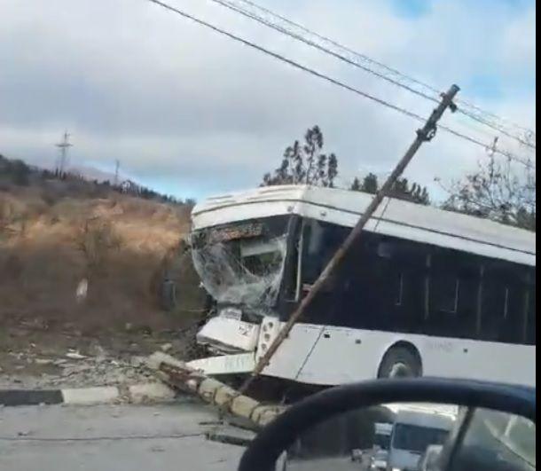 На трассе «Симферополь-Ялта» разбился троллейбус