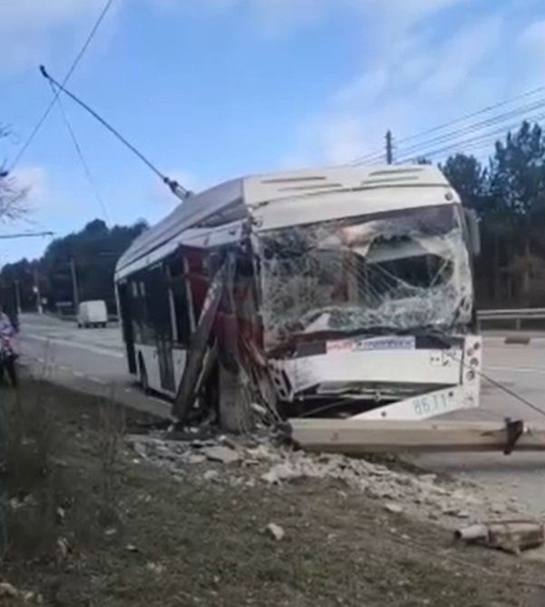 Троллейбус попал в ДТП на трассе Симферополь-Ялта