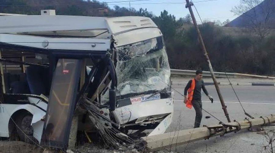 Троллейбус попал в аварию на трассе Алушта – Ялта