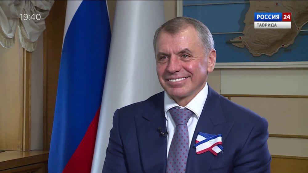 Константинов поделился воспоминаниями и поздравил крымчан с Днем республики