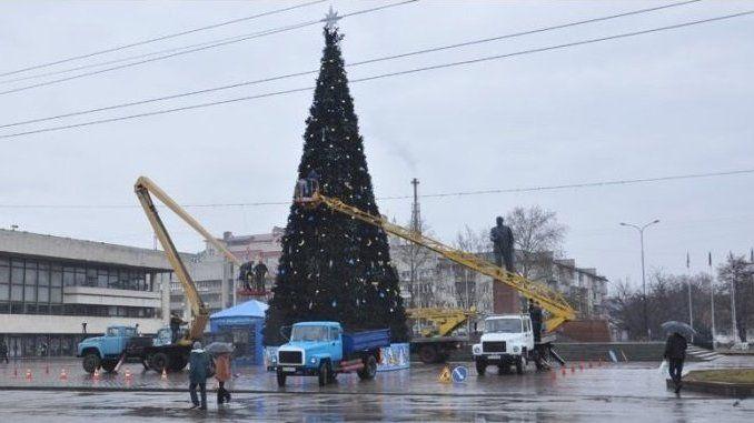 «Горсвет» приступил к демонтажу новогодней ели