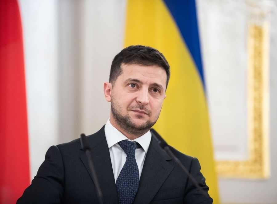 Зеленский попросил украинцев найти неконфликтных героев