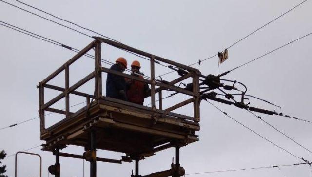 В центре Симферополя из-за ремонта сетей встали троллейбусы - фотофакт